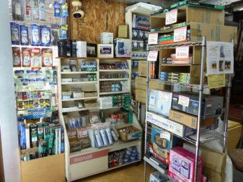電球・蛍光灯、電池、電源タップなどの生活必需品~家電を取り扱っています。